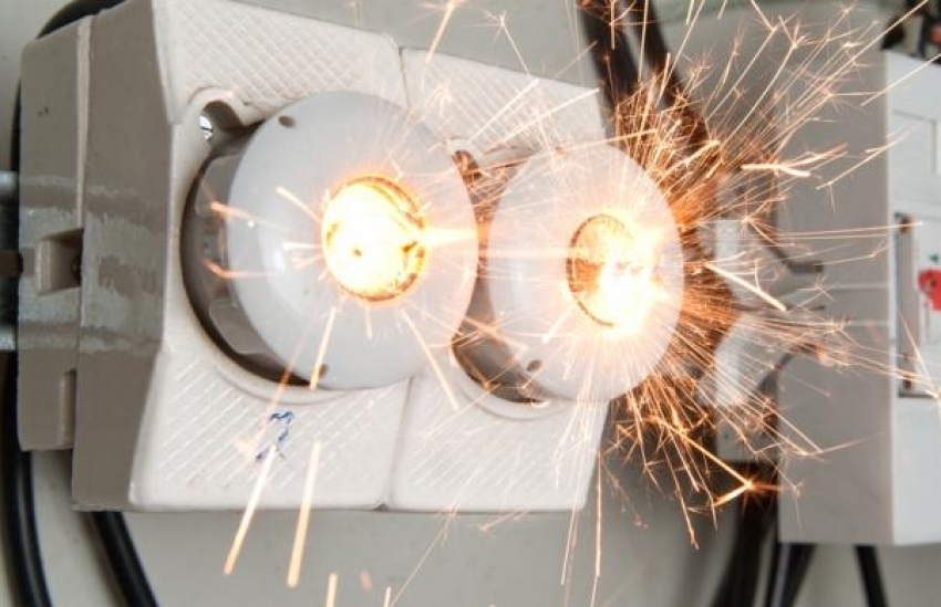 7 Cara Cegah Kebakaran Akibat Korsleting Listrik Ala HBE